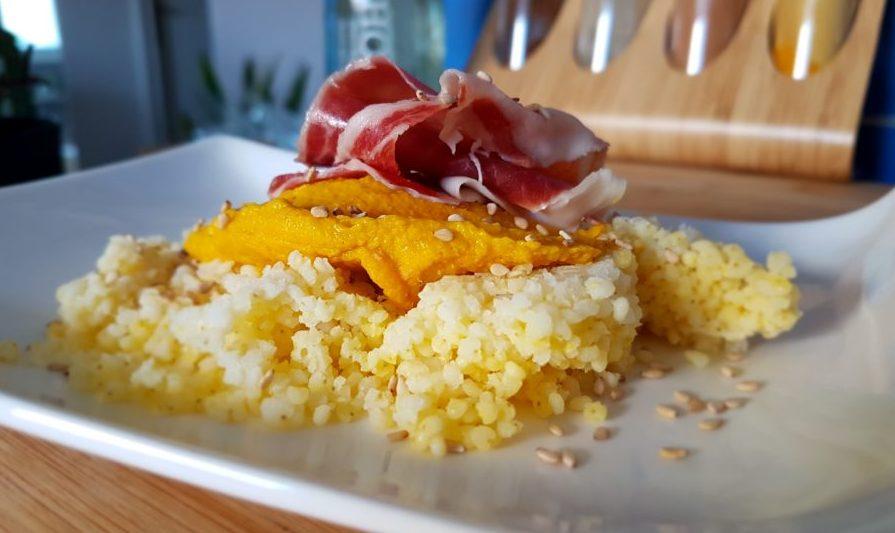 Paté de garbanzos y zanahoria al curry con mijo y jamón